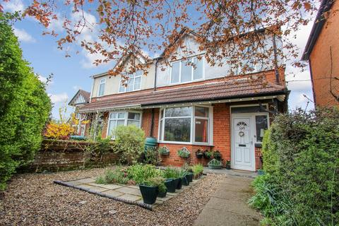 3 bedroom semi-detached house for sale - Hill Lane, Bassett, Southampton, SO15