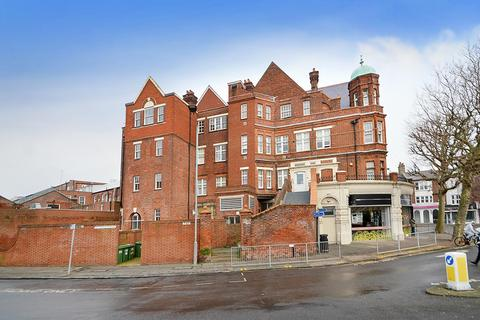 2 bedroom flat for sale - Southfields Road, Eastbourne