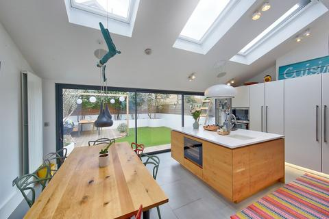 5 bedroom semi-detached house for sale - Sudbrooke Road, London, SW12