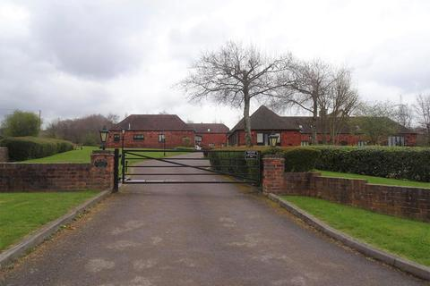 3 bedroom barn conversion to rent - Old Hall Court, Pinfold Lane, Aldridge, Walsall, WS9 0QR