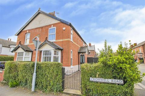 3 bedroom semi-detached house for sale - Cromwell Road, Beeston