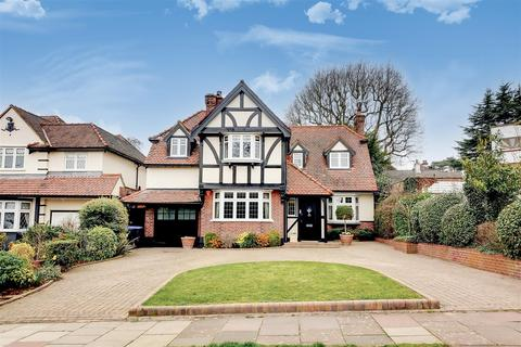 4 bedroom detached house for sale - Eversley Crescent, Winchmore Hill