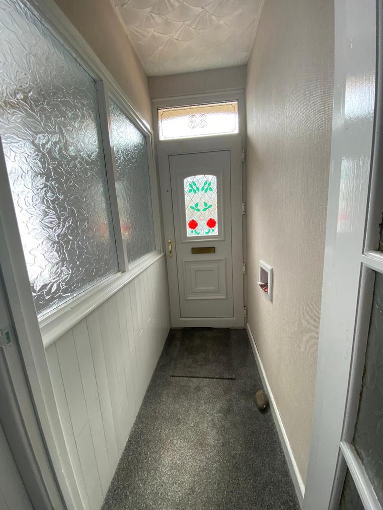 Hallway 1.71m (5.61') x 0.98m (3.22')