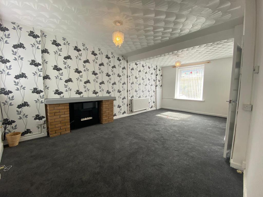 Lounge 6.67m (21.88') x 3.66m (12.01')
