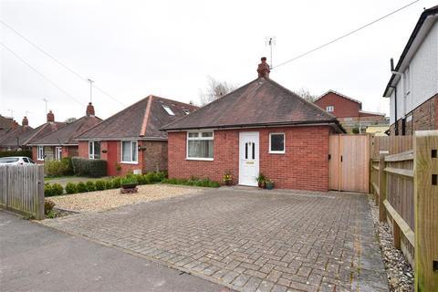2 bedroom detached bungalow for sale - Western Road, Haywards Heath, West Sussex