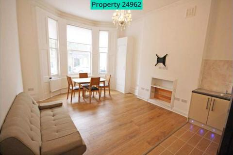 2 bedroom flat to rent - Castletown Road, London, W14