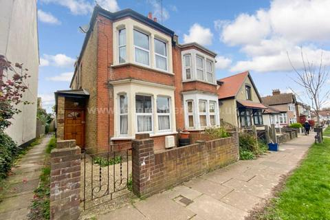 3 bedroom semi-detached house for sale - Sandown Ave, Westcliff On Sea