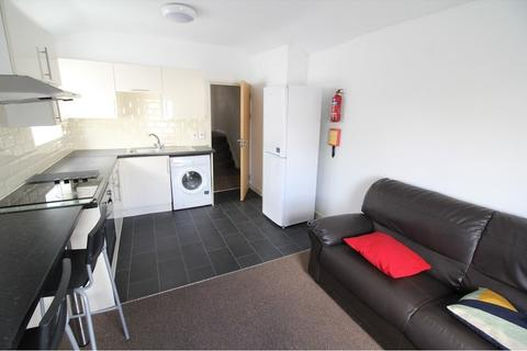 3 bedroom flat to rent - Woodville Road, Cathays , Cardiff