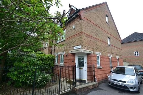 3 bedroom end of terrace house to rent - Cintra Close, Reading