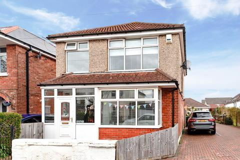 3 bedroom detached house for sale - BESWICK AVENUE  Three Bed Detached with OFF ROAD PARKING!