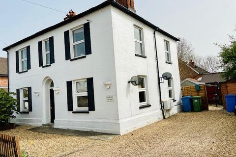 2 bedroom maisonette to rent - North Street, Winkfield