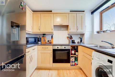 1 bedroom flat for sale - Harry Close, Croydon