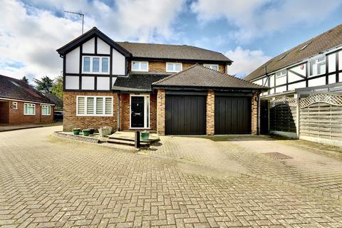 4 bedroom detached house for sale - Dukes Ride, Ickenham, UB10