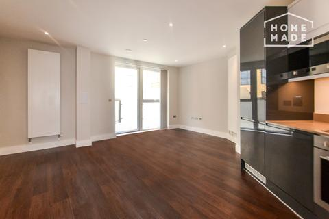 3 bedroom flat to rent - Greenview Court, Southall, UB2