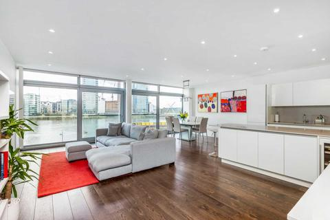 2 bedroom flat for sale - The Montevetro Building, SW11