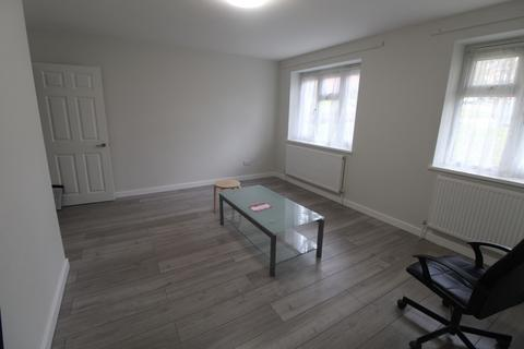 4 bedroom flat to rent - East Finchley, N2