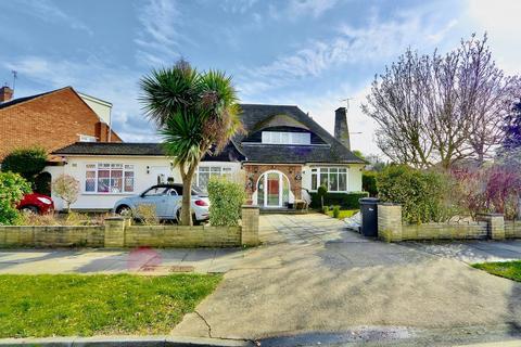 4 bedroom detached house for sale - Edinburgh Drive, Ickenham, UB10