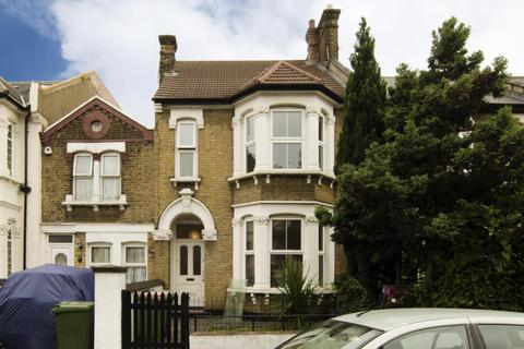1 bedroom in a house share to rent - Palmerston Road E7