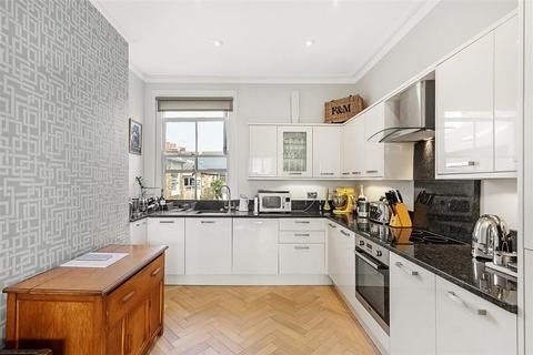 3 bedroom flat for sale - Mandalay Road, SW4