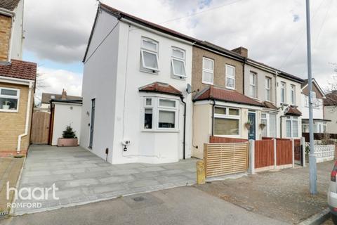 2 bedroom end of terrace house for sale - Grosvenor Road, Romford