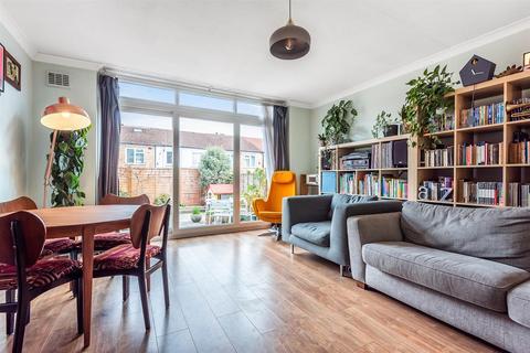 3 bedroom end of terrace house for sale - Oak Cottage Close, London, SE6 1JT