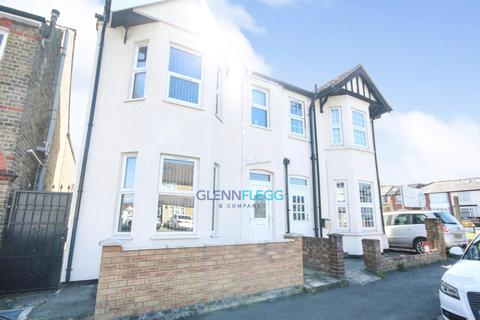 4 bedroom semi-detached house to rent - Aldin Avenue North, Slough