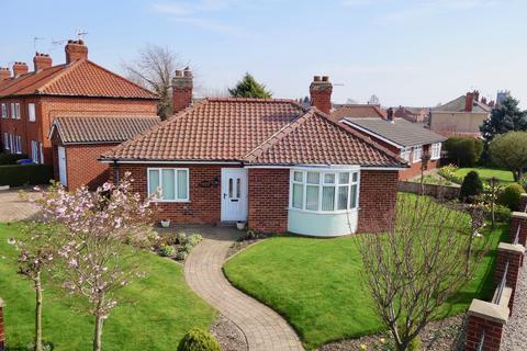 2 bedroom detached bungalow for sale - Garths End, Pocklington