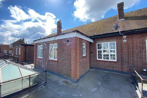 4 bedroom flat to rent - Uxbridge Road, Hayes, Middlesex, UB4 0RL