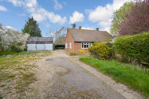 3 bedroom detached bungalow for sale - Plains Road, Little Totham, CM9 8JF