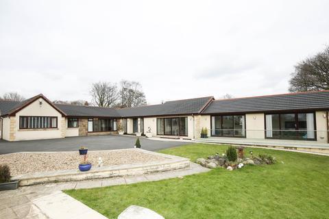 5 bedroom detached bungalow to rent - Beech Walk, Standish, Wigan, WN6 0YE