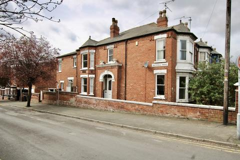 3 bedroom end of terrace house for sale - West Parade, Lincoln