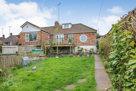 2 bedroom semi-detached bungalow for sale - Hellesdon Road, Norwich