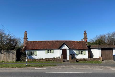 2 bedroom bungalow for sale - London Road, Hickstead