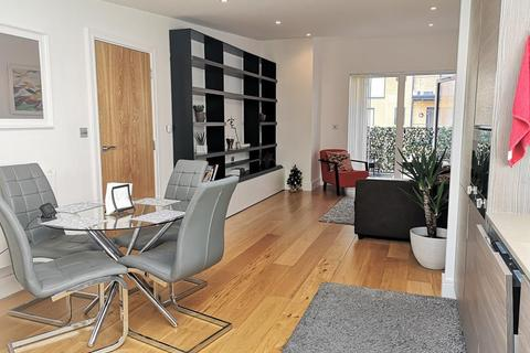 1 bedroom flat to rent - Bright And Spacious | One Bedroom | Top Floor Apartment | Separate Study | To Let | Silverworks | Colindale | NW9