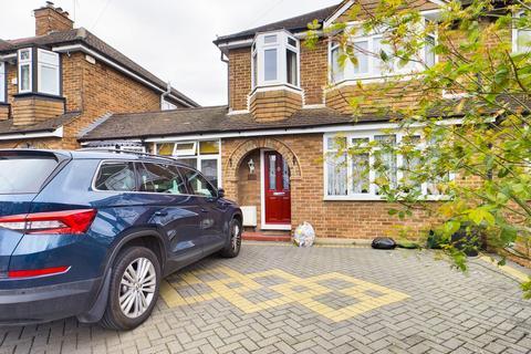 4 bedroom semi-detached house to rent - Jubilee Drive, Ruislip