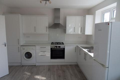 3 bedroom apartment to rent - Elm Avenue, Ruislip