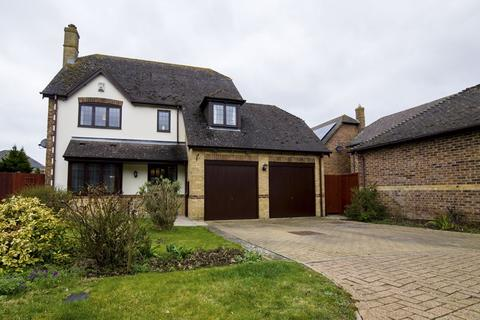 4 bedroom detached house for sale - Kestrel Way, Aylesbury