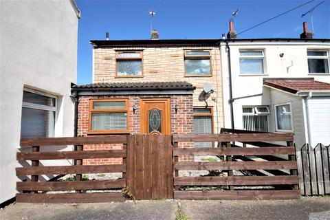 2 bedroom end of terrace house for sale - Chadcourt, Hull, HU6
