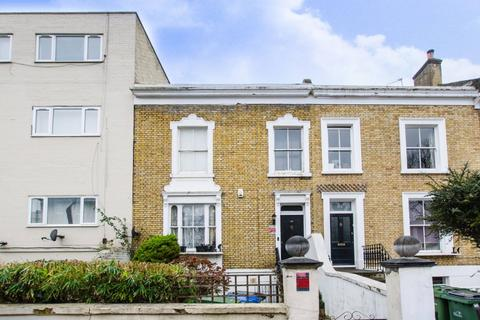 4 bedroom terraced house to rent - Woodhill London SE18