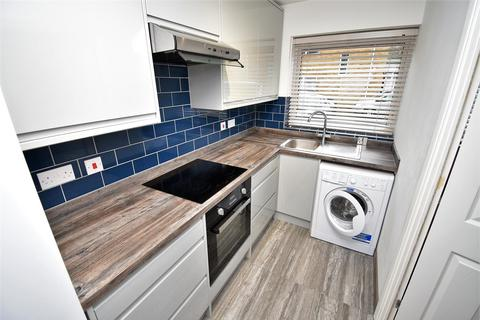 1 bedroom apartment to rent - Close Town Centre & Parkway Station