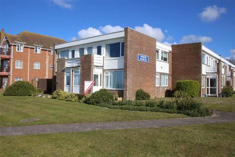 2 bedroom flat for sale - Marine Drive, Barton on Sea, Hampshire