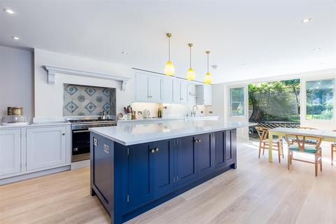 5 bedroom terraced house to rent - Loftus Road, London, W12