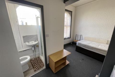 Studio to rent - Tettenhall Road, Chapel Ash