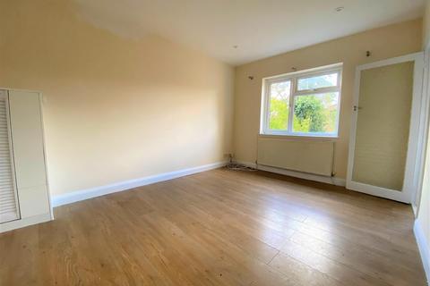 2 bedroom flat to rent - Whitehall Road, Uxbridge