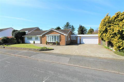 2 bedroom detached bungalow for sale - The Yews, Oadby, Leicester LE2