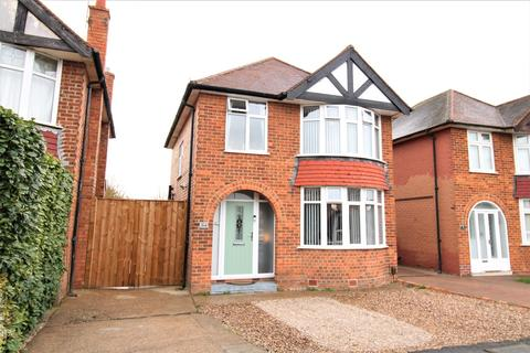 3 bedroom detached house for sale - St Austell Drive, Nottingham, NG11