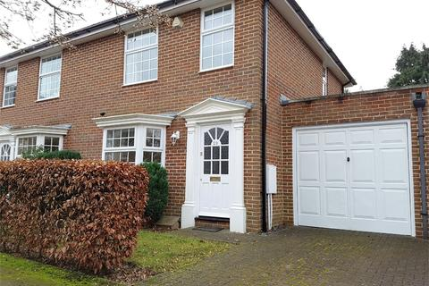 3 bedroom semi-detached house to rent - Parkway Gardens, Welwyn Garden City, AL8