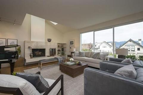 3 bedroom apartment - Vancouver, British Colombia