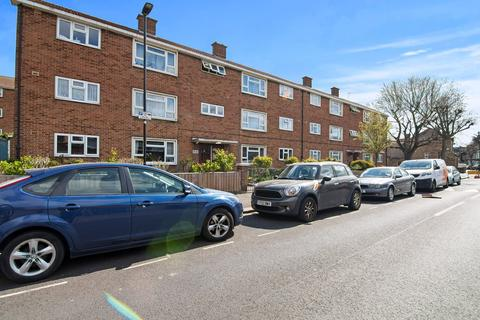 2 bedroom ground floor flat for sale - Wellstead Road, East Ham, London, E6