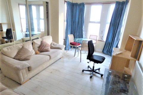 2 bedroom flat to rent - Wellesley Road, Ilford IG1